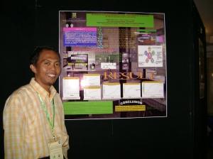 Mejeng di depan poster hasil penelitiannku